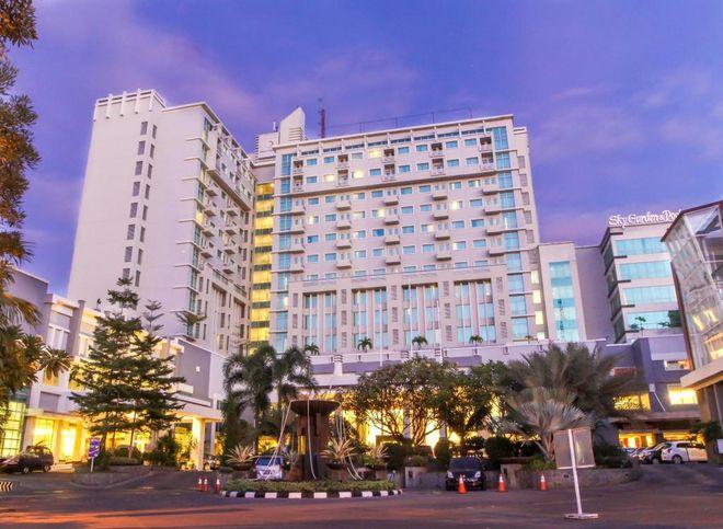 Отель Grand Clarion, Сулавеси