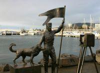 Памятник полярнику