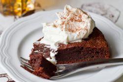 mokra čokoladna torta brez jajc