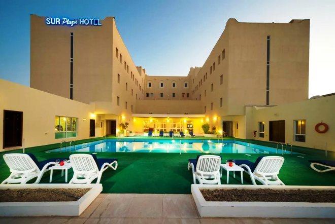 Бассейн в Sur Plaza Hotel