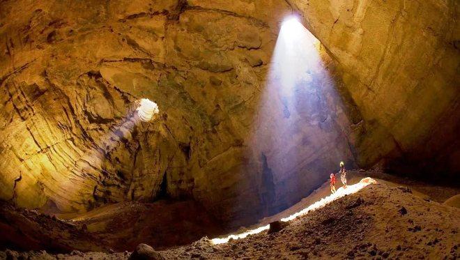 Пещера Маджлис Эль-Джин
