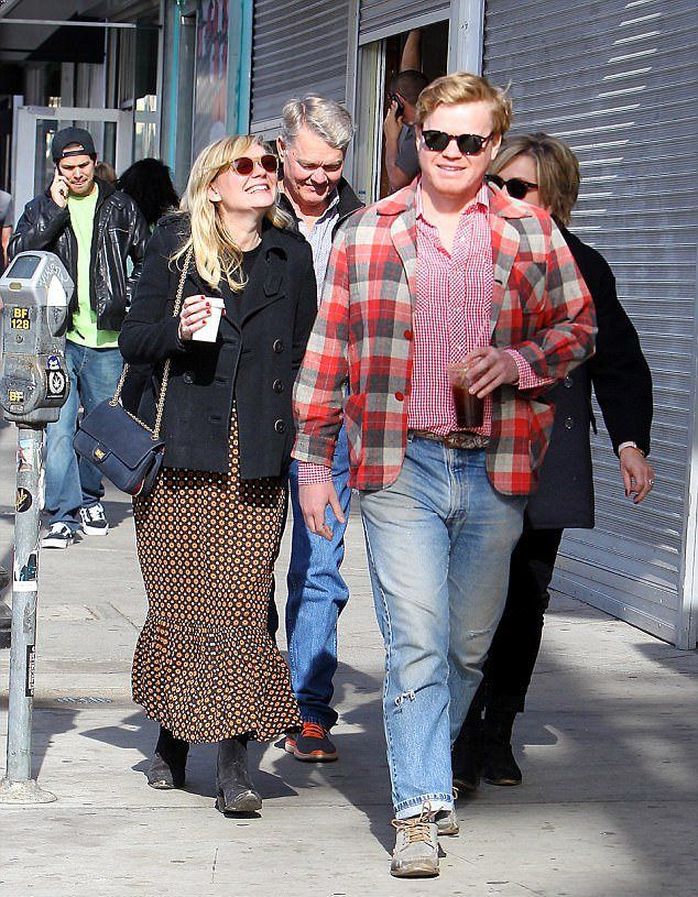 Кирстен Данст с женихом и его родителями в Беверли-Хиллз