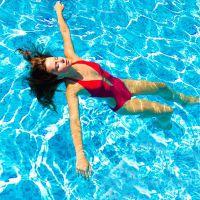 plavání v bazénu za účelem hubnutí