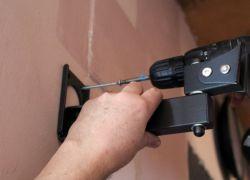 mocowanie telewizora na wsporniku do ściany