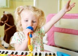 otroški sintetizator s karaokom