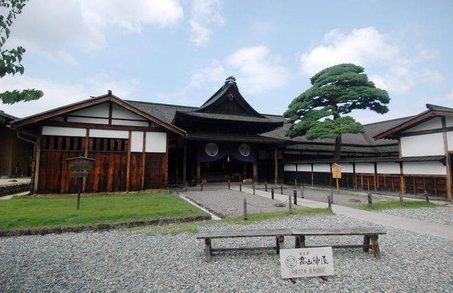 Храм Takayama Jinya