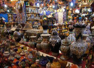 Сувенирная лавка на рынке