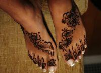 tatuaż henny na stopie 2