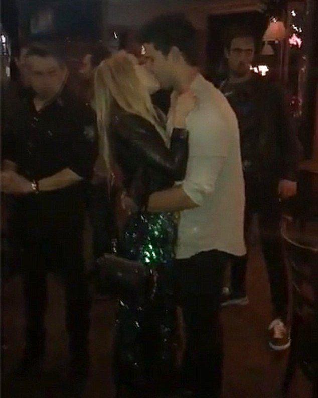 Кеке Палмер выложила в Snapchat короткое видео поцелуев голубков