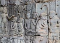 Барельеф, украшающий стены второй террасы Байона