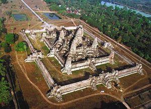 Территория храма Байон огромна