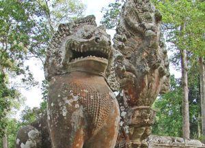 Львы, охраняющие храм Байон