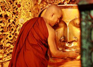 Пагода Махамуни, утренний ритуал