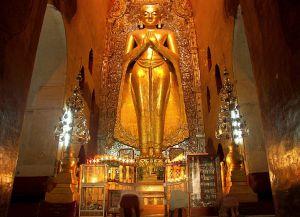 Внутри храма Ананда