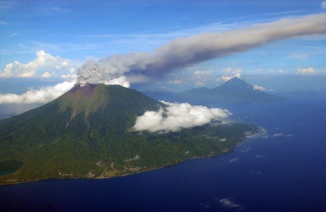 Вулкан Гамалама