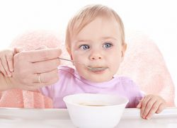 Kaj lahko oskrbi otroka v 11 mesecih