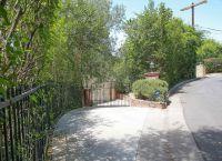 Дом знаменитости в долине Сан-Фернандо в пригороде Лос-Анджелеса