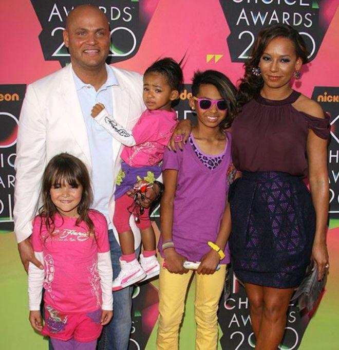 Мелани и Стивен с детьми