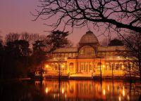 Хрустальный дворец ночью