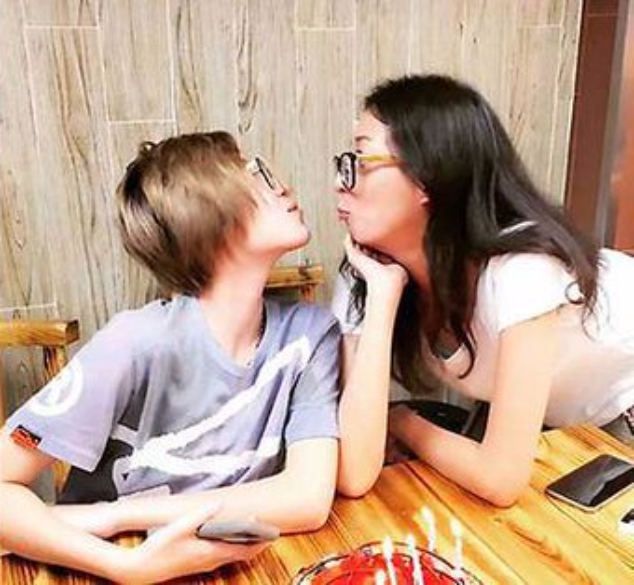 Элейнг Нг с дочерью Эттой