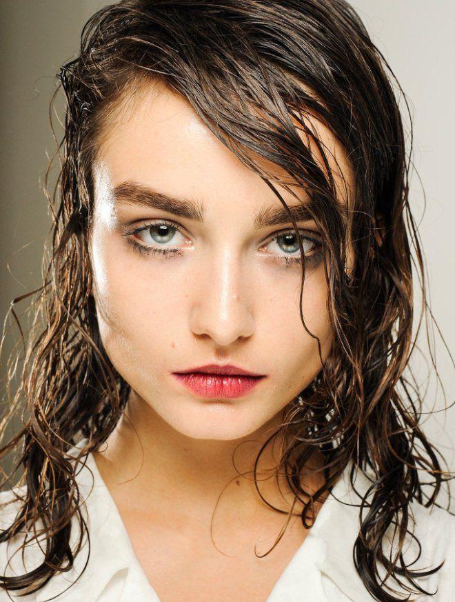 эффект мокрых волос на средние волосы брюнетка