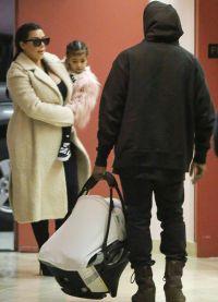 Малыш даже во время прогулки скрыт от прессы