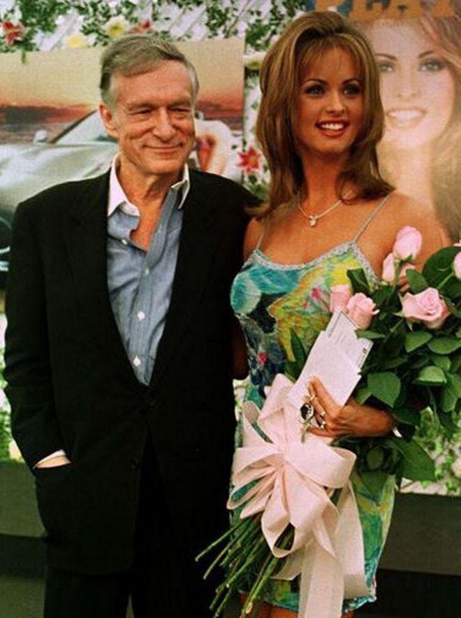 Модель года Playboy и основатель журнала Хью Хефнер, 1998 г