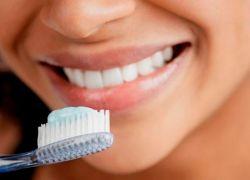 zakaj dlesni bolijo