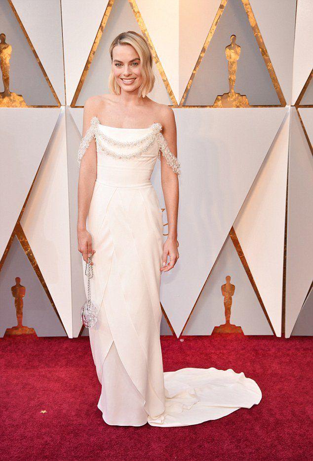 Марго Робби в платье от Chanel