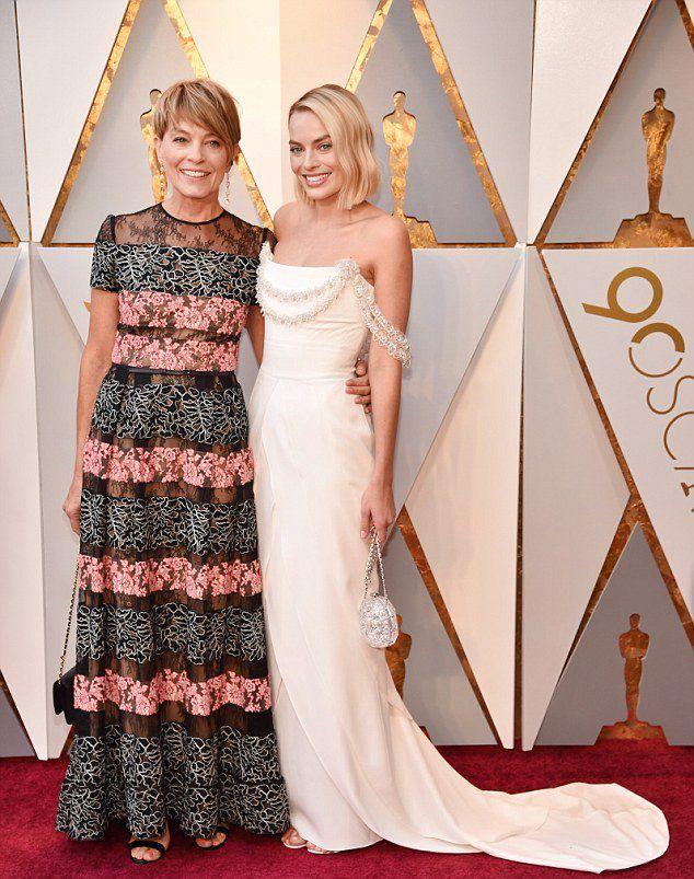 Марго Робби с мамой на «Оскаре 2018»