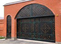 Iron gate4
