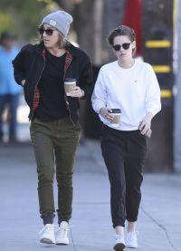 Кристен Стюарт гуляет с Алисией Каргайл