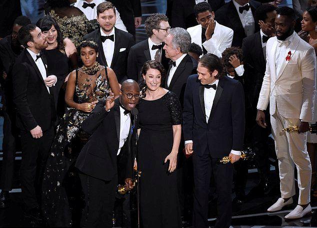 Фильмом года на самом деле был признан Лунный свет