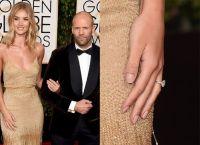 Роузи Хантингтон-Уайтли и Джейсон Стэтхэм демонстрируют кольцо
