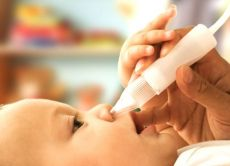 kako očistiti nos za novorojenčka