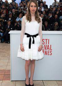 молодая актриса посвящает жизнь работе