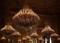 Люстры в тронном зале