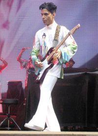 певец Принс имел очень маленький рост