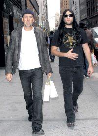 Николас Кейдж на прогулке с сыном
