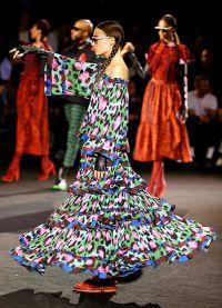 Модели танцевали во время показа
