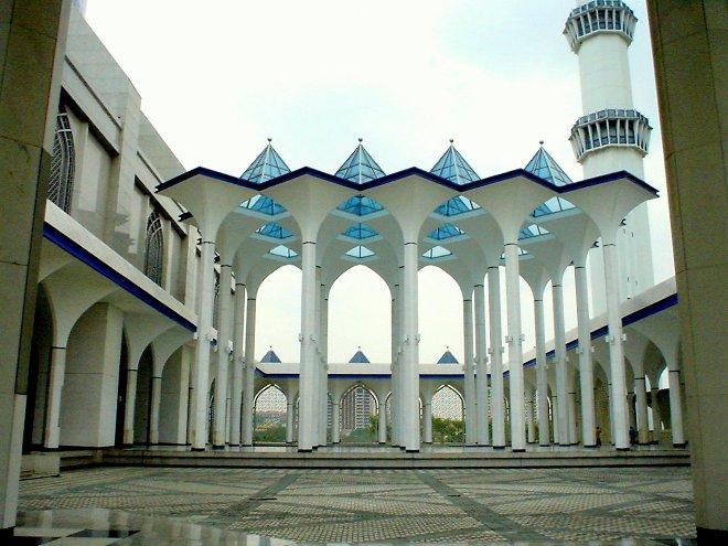 Территория мечети