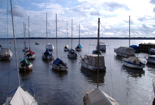 Лодки на реке Уругвай в Колоне