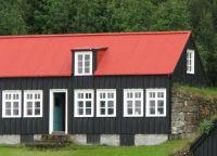 Деревня Скогар примечательна своими постройками