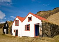 Здания в деревне Скогуар