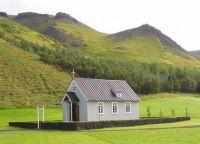 Местная церковь в деревне Скогар