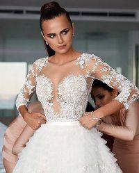 Модель одела роскошное платье от Zuhair Murad