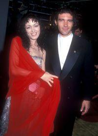 Антонио Бандерас со своей первой женой Аной Лесой