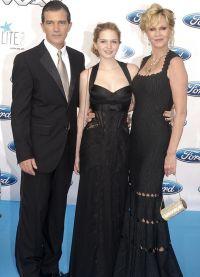 Антонио Бандерас с женой и дочкой Стеллой