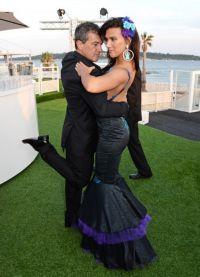 Антонио Бандерас танцует танго на Каннском кинофестивале с молодой актрисой