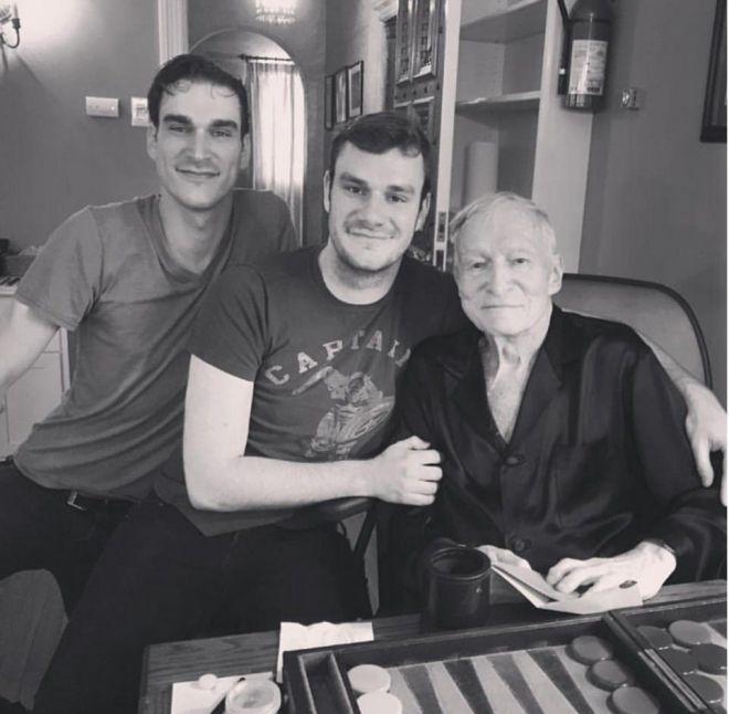 Хью с сыновьями Марстоном и Купером в июне 2017 года